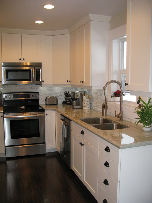 Advantage cabinets kitchen cabinets advantage cabinets for Full kitchen cabinets